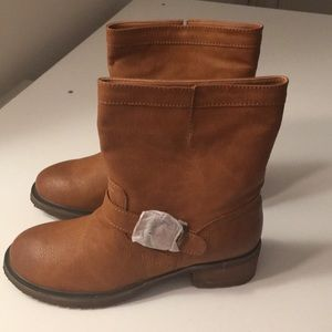 Very Volatile brown boots size 7 NEW